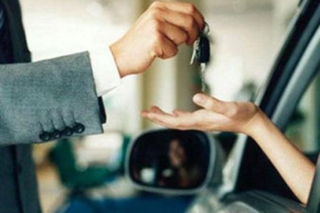 Треть автомобилей продаются в кредит