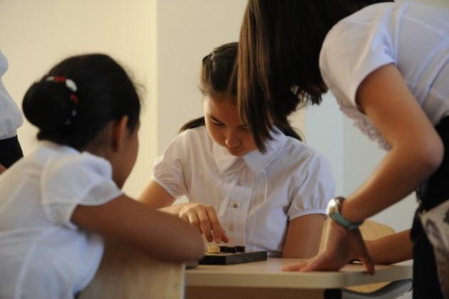 Казахстанцы тратят от 45 тысяч тенге на подготовку ребенка к школе