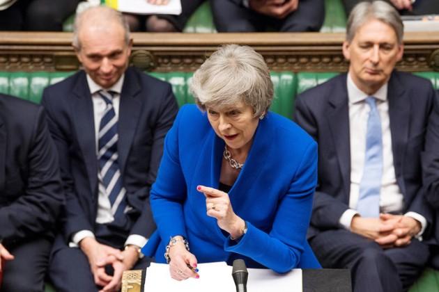 Тереза Мэй сохранила доверие Парламента