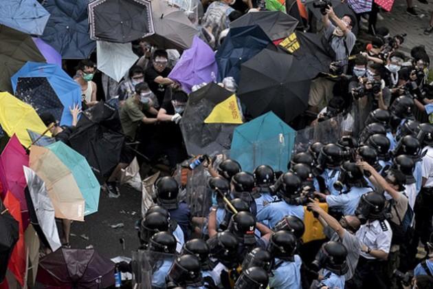 Демонстранты в Гонконге покинули баррикады