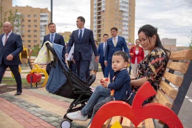 Асету Исекешеву показали Цветочный сад исквер Алма