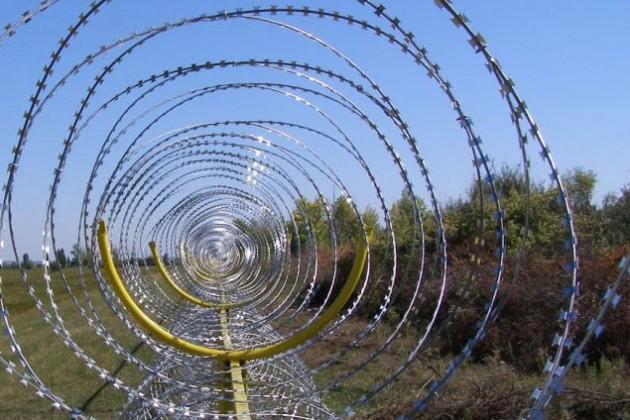 Украину от Крыма отгородят колючей проволокой