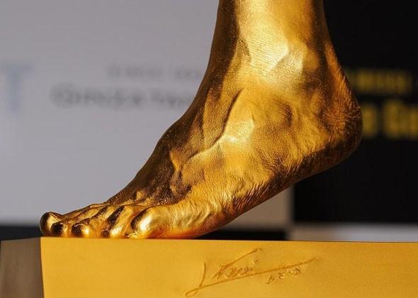 Золотую ногу Лионеля Месси пустят с молотка