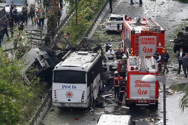 В Стамбуле рядом с автобусной остановкой прогремел взрыв