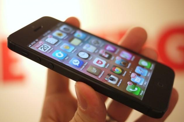 iPhone 5 опередил Samsung Galaxy S III