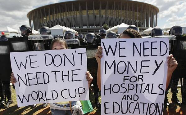 Более 200 тыс. бразильцев протестует против ЧМ по футболу 2014