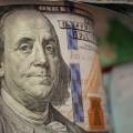 Доллар пошел внаступление