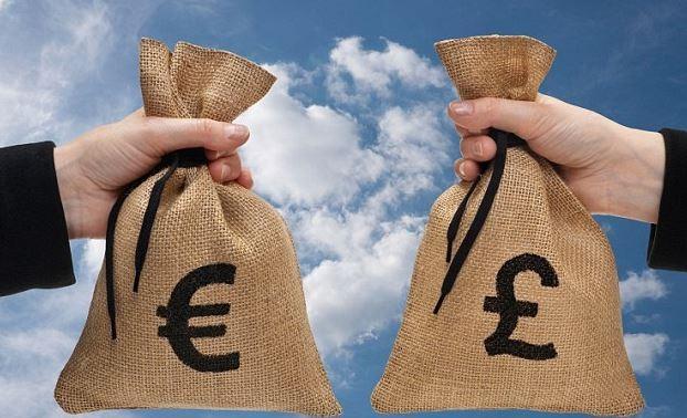Доллар обвалился ниже 57 руб.