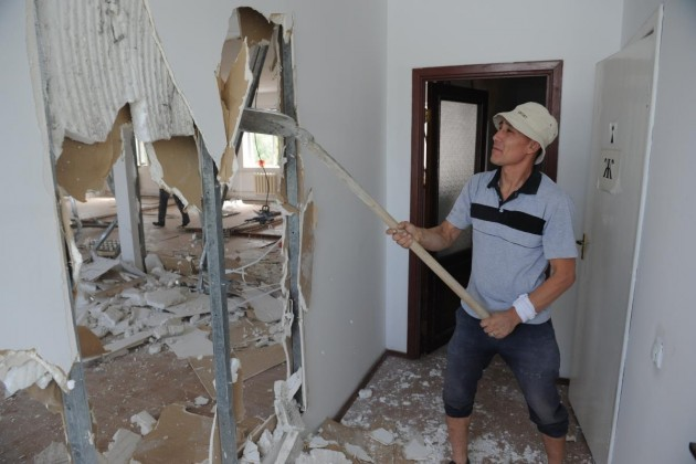В Алматы сносят верхние этажи Национального пресс-клуба