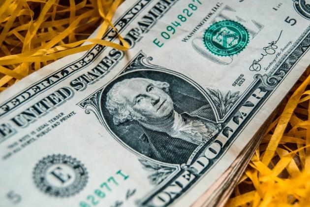 Дневные торги: 380,4 тенге за доллар