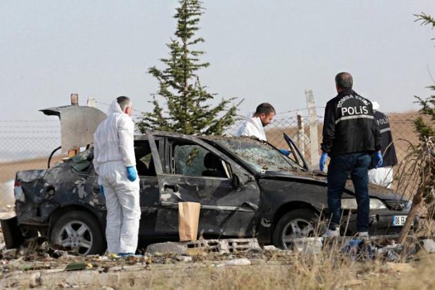Двое подорвали себя у полицейского участка в Анкаре