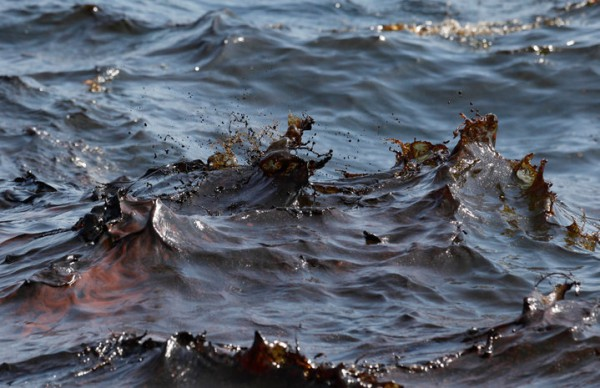 Подземное нефтяное пятно движется в сторону Иссык-Куля