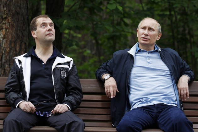 Владимир Путин и Дмитрий Медведев отчитались о доходах