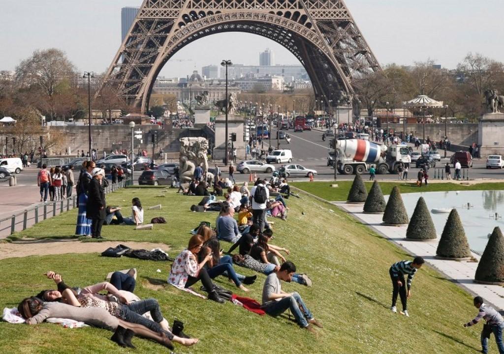 Власти Франции заявили оспаде туризма