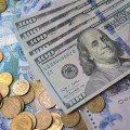 На KASE доллар торгуется по 379,5 тенге
