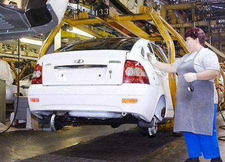 «АвтоВАЗ» сокращает производство Lada Samara и Priora