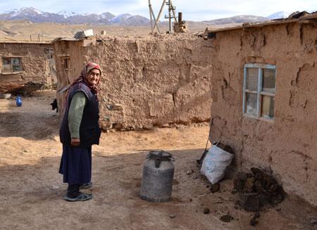 Почти половина кыргызстанцев проживают за чертой бедности
