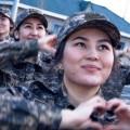 Как поздравили сослуживцев девушки-военнослужащие