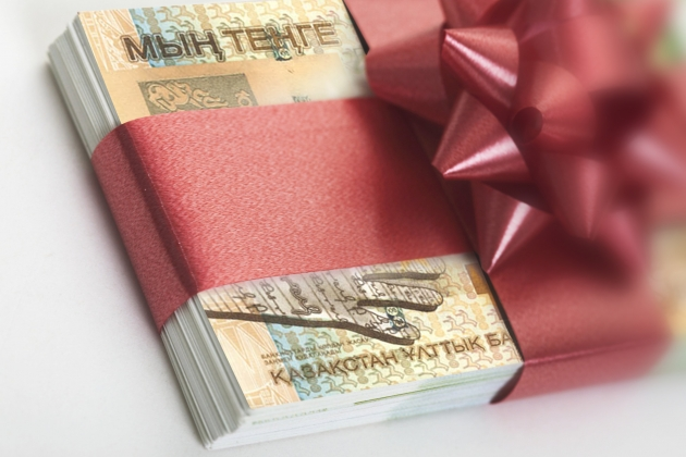 Хочешь подарок взять - заплати
