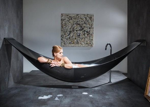 Дизайнеры представили футуристическую ванну-гамак