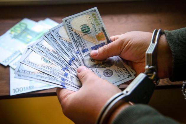 При получении взятки задержан помощник президента Беларуси