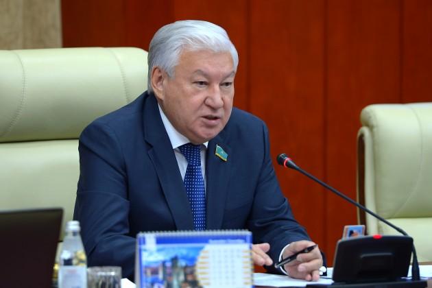 Спикер Мажилиса раскритиковал министров