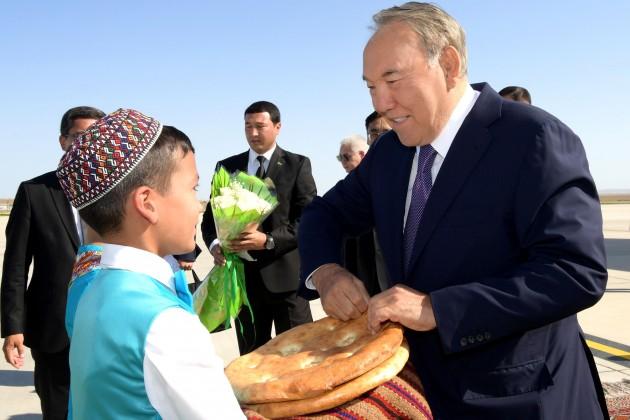 Нурсултан Назарбаев прибыл вТуркменистан