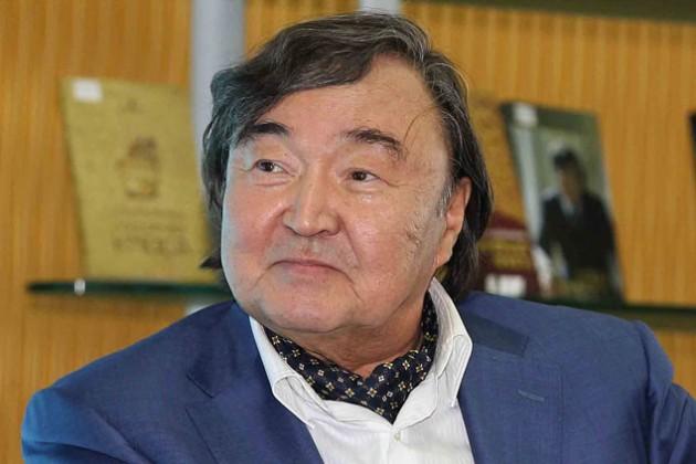 Олжасу Сулейменову присвоено звание «Қазақстанның Еңбек Ері»