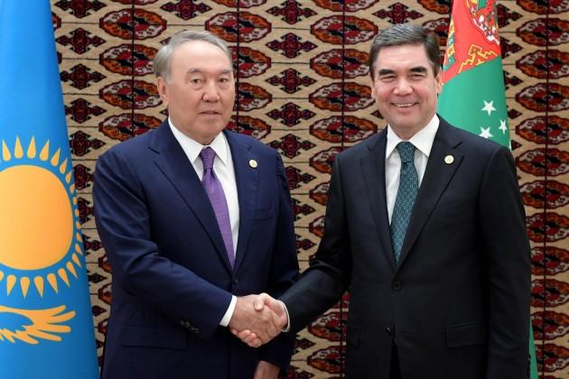 Лидеры Казахстана иТуркменистана провели встречу навысшем уровне