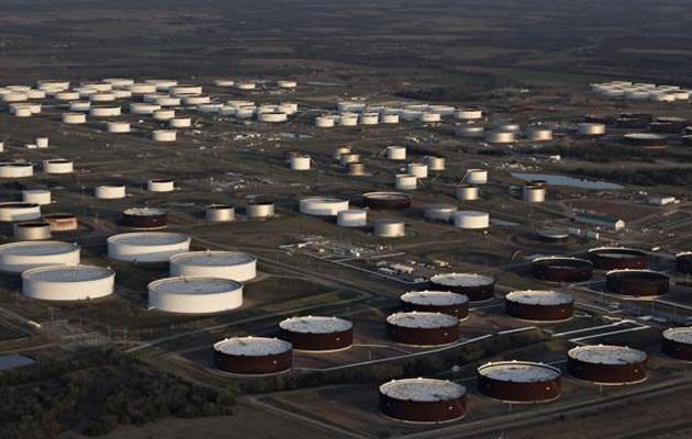 Президент США разрешил открыть резервы для стабилизации рынка нефти