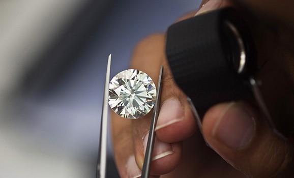 АЛРОСА начнет продавать бриллианты онлайн
