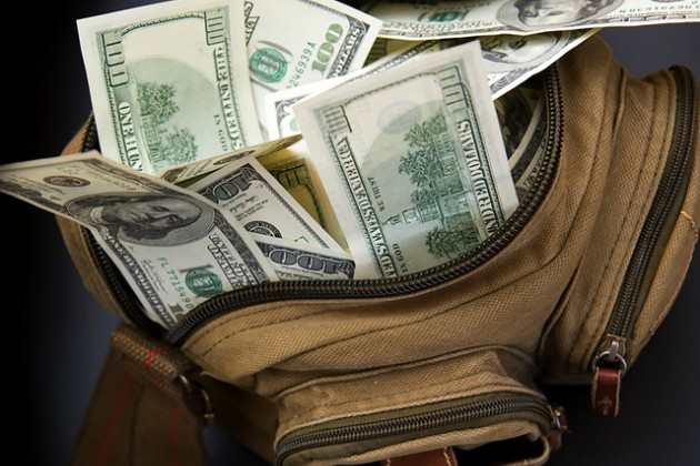 При вывозе более $100 тыс из ЕАЭС нужно подтверждать их происхождение