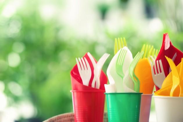 С 2021 года в ЕС запретят одноразовую пластиковую посуду