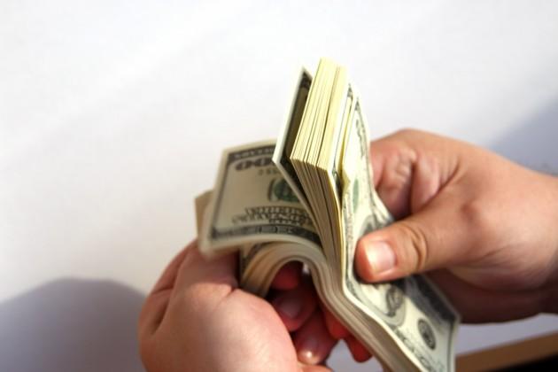 Казахстанцы предпочитают покупать доллары