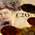 Слабый фунт бьет по кошелькам британцев