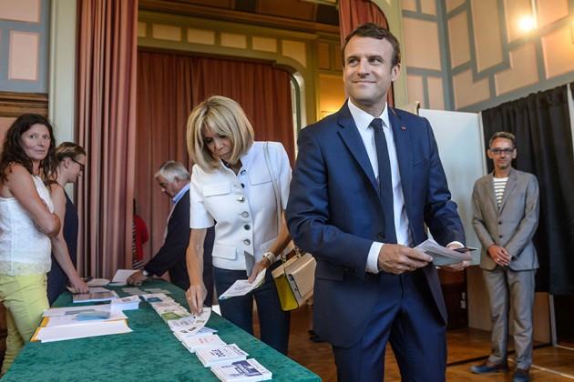 Партия президента Франции победила впервом туре выборов впарламент