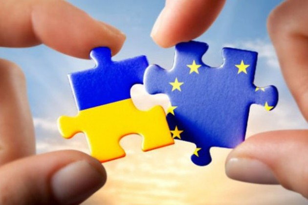 Украина-ЕС: Синий флаг с 12 звездами в Киеве вешать рано
