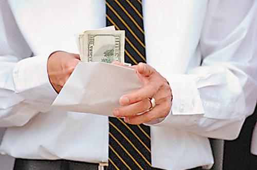 59% казахстанцев получают премии и бонусы