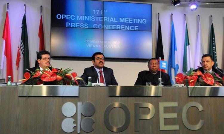 Цены нанефть понижаются вожидании итогов встречи ОПЕК+