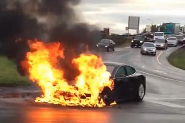 Сгоревший аккумулятор обрушил акции Tesla на 9%
