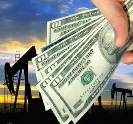 Падение цен на нефть привело к снижению цен на бензин в России