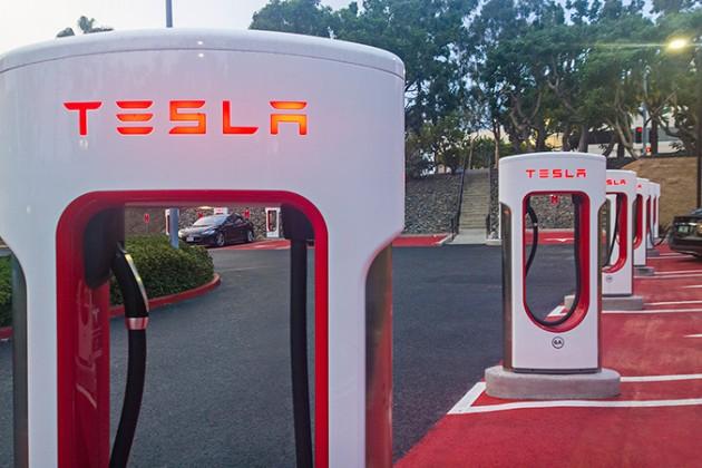 Tesla представила более дешевые версии электромобиля Model S