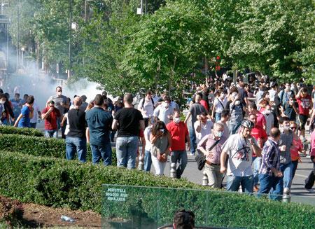 Мэрия Стамбула отказалась от строительства на площади Таксим