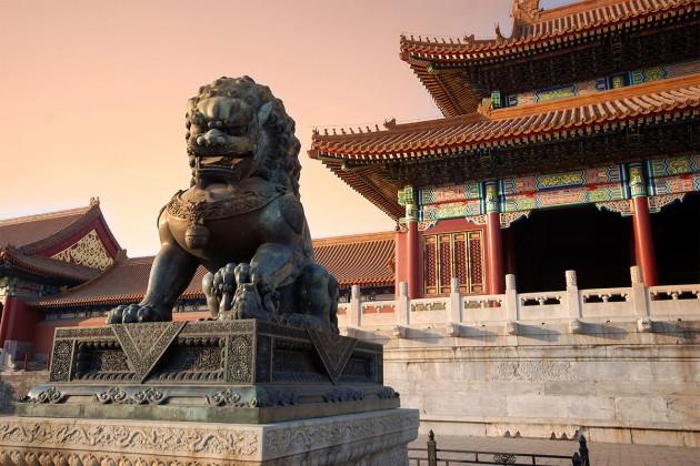 Китай назвал ошибочным решение S&P понизить суверенный рейтинг страны