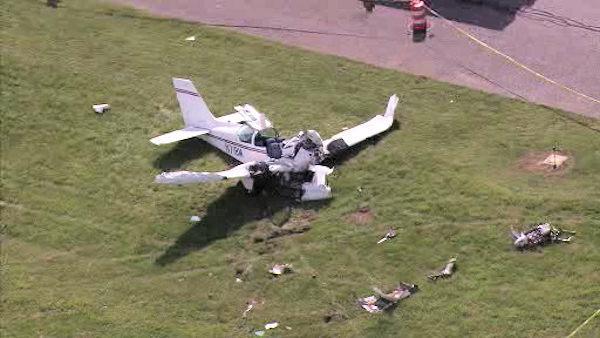 Винтовой самолет рухнул в аэропорту Дубая