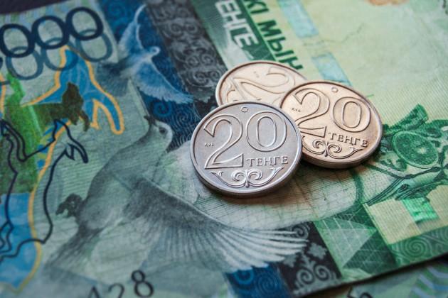 Доллар на KASE: 384,4 тенге