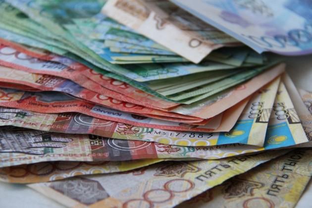 63% казахстанцев живут от зарплаты до зарплаты