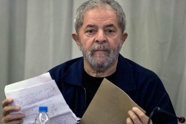 Экс-президент Бразилии сдался полиции