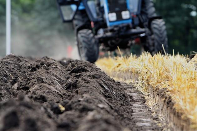 Аграрии теряют деньги иурожай из-за старой техники