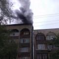 В центре Алматы загорелся многоэтажный дом